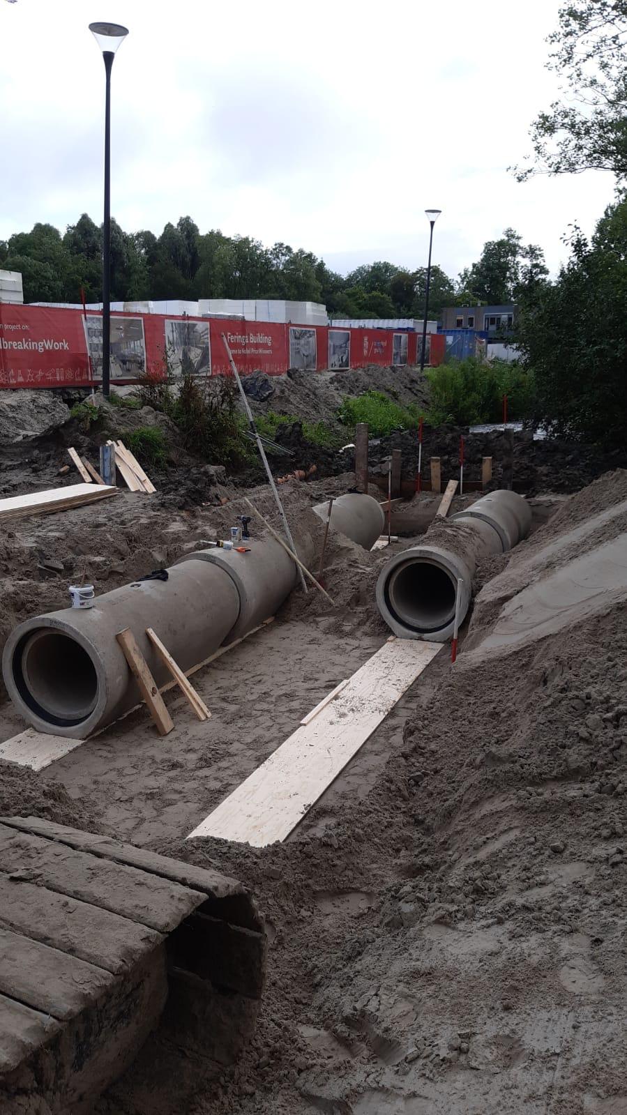 Aanleg dam met dubbele betonduikers